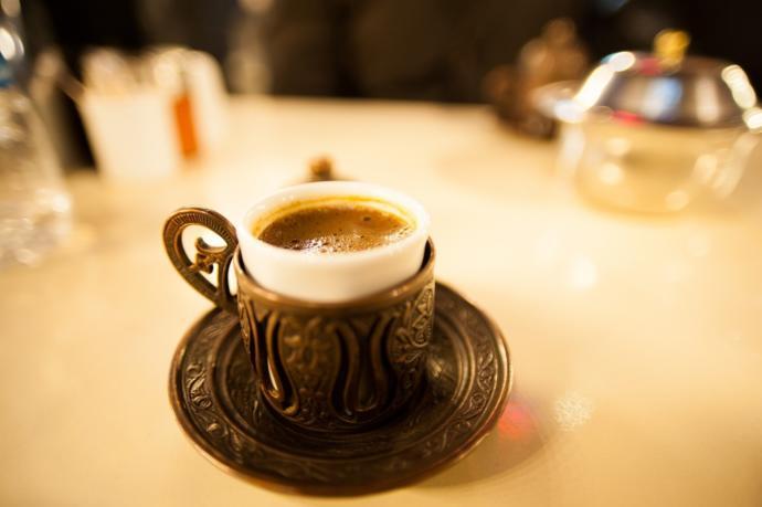 Türk kahvesinin yanında en iyi ne gider?