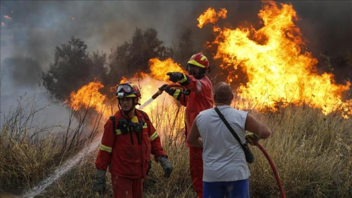 Yunanistan'daki orman yangınında 60 kişi öldü, 150 kişi yaralandı, sizce kundaklama mı yoksa doğal yangın mı?